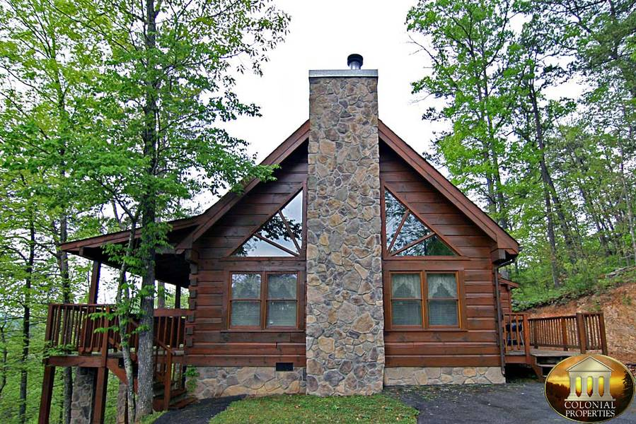 Located in the heart of Pigeon Forge, Colonial Properties proudly offers 1 to 7 bedroom vacation rentals throughout the area. You and your guests will enjoy mountain views, privacy, outdoor hot tubs, pool tables and much more!Location: Veterans Boulevard,