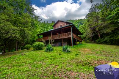 galtinburg blog hot gatlinburg cabins a your our why of with deck mountains vacation on cabin the for smoky reasons in great are tub