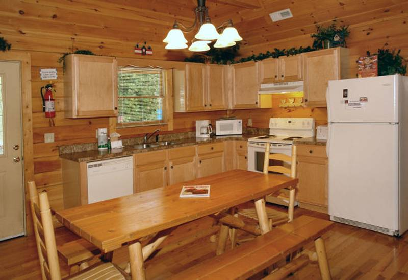 honey bear hideaway cabin kitchen
