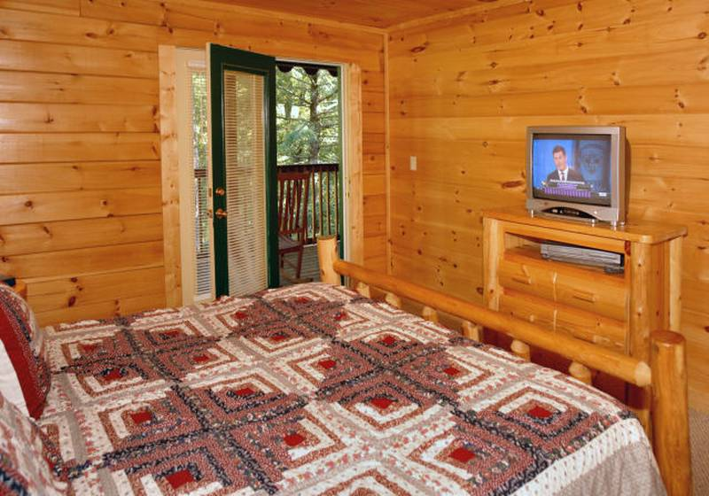 honey bear hideaway cabin bedroom