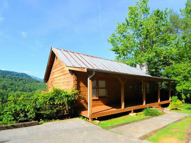 Night Lights Gatliburg cabin | Diamond Mountain Rentals