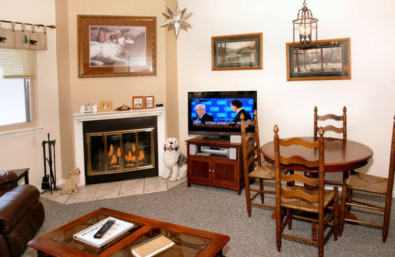 5304 Dawg Patch Condo Cabin in Gatlinburg TN. Gatlinburg Cabins Two Bedroom   Diamond Mountain Rentals