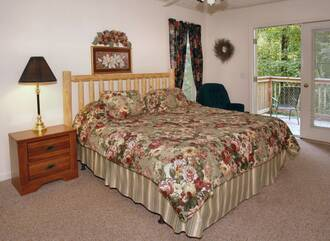Bear's Den Gatlinburg Cabin Rental