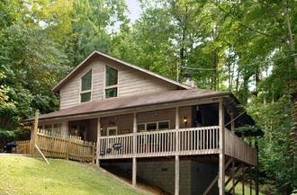 Bear Dreams Holler cabin | Diamond Mountain Rentals