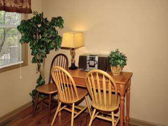 Lazy Bear Den Gatlinburg Cabin Rental