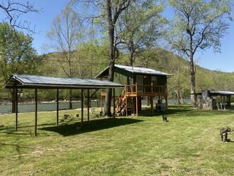 French Broad River Cabin Cabin in Gatlinburg TN