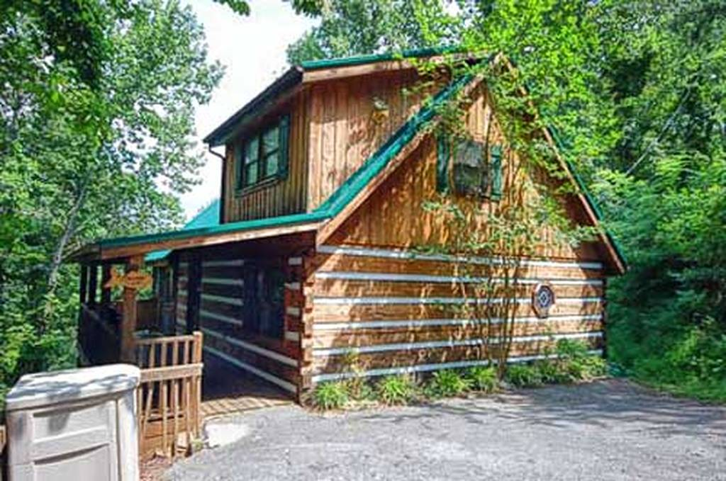 Fishermans View 2 Bedroom Vacation Cabin Rental In Pigeon Forge Tn