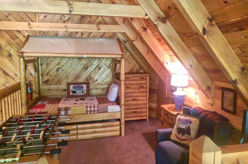 Upper Loft w/TV and Bunk Bed