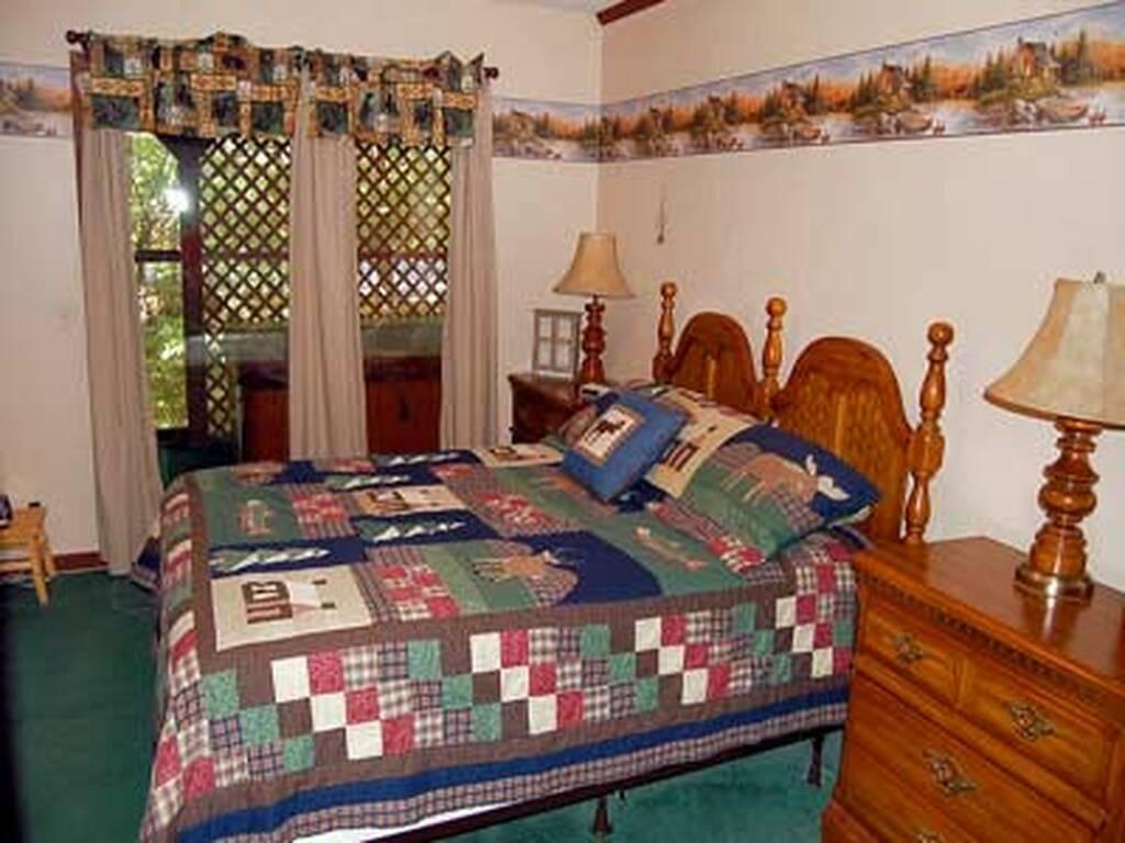 Queen Bed in Second Room w/TV