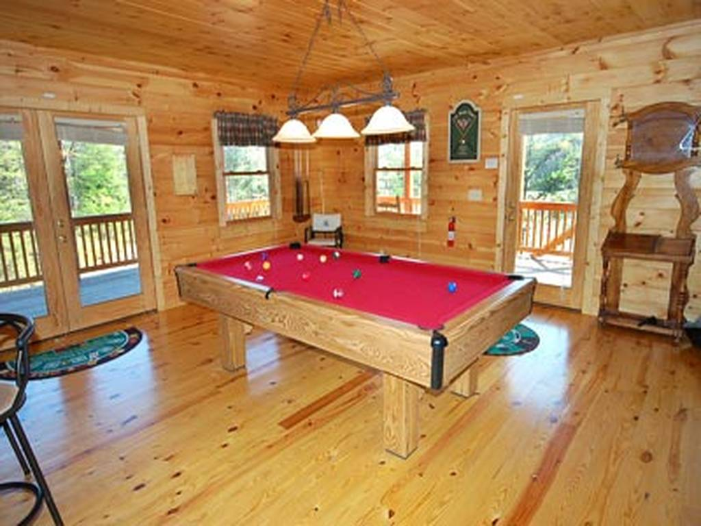 Large Game room w/Pool Table