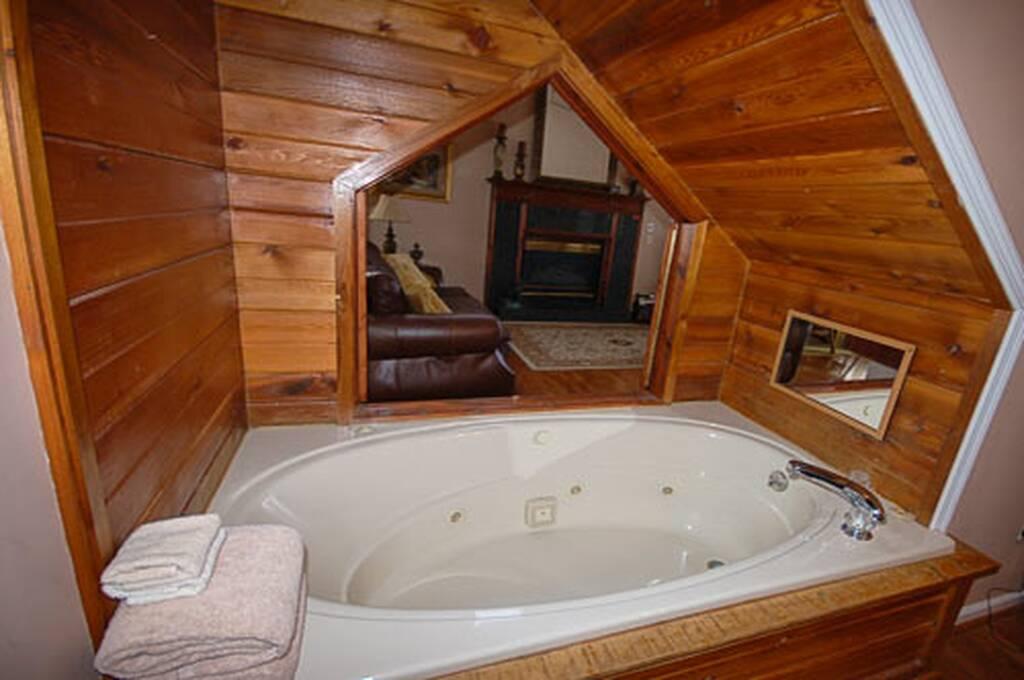 Romantic Jucuzzi Tub