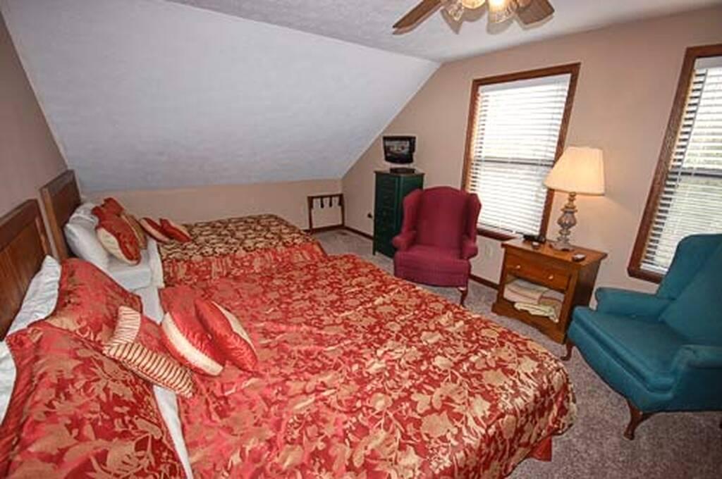 Bedroom upstairs w/TV