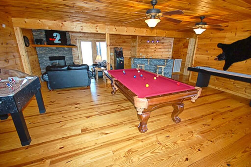 Entertainment room w/Pool Table, Arcade, Shuffleboard