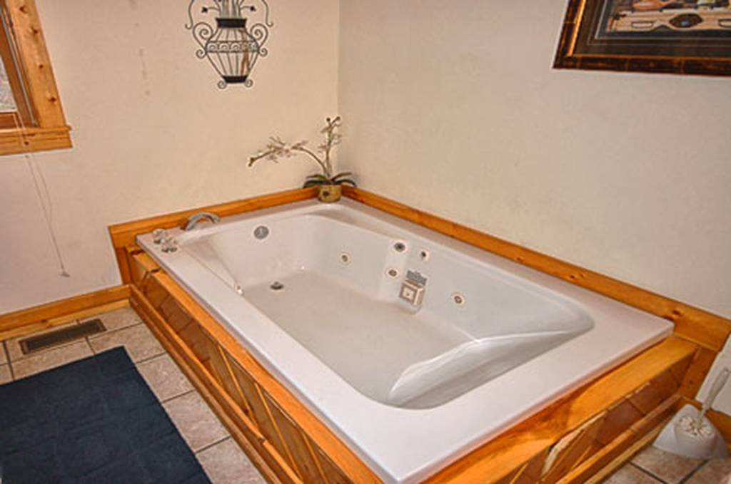Jacuzzi Tub on Main