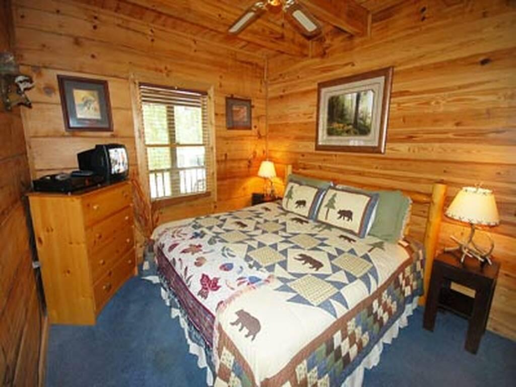 Master Bedroom w/TV