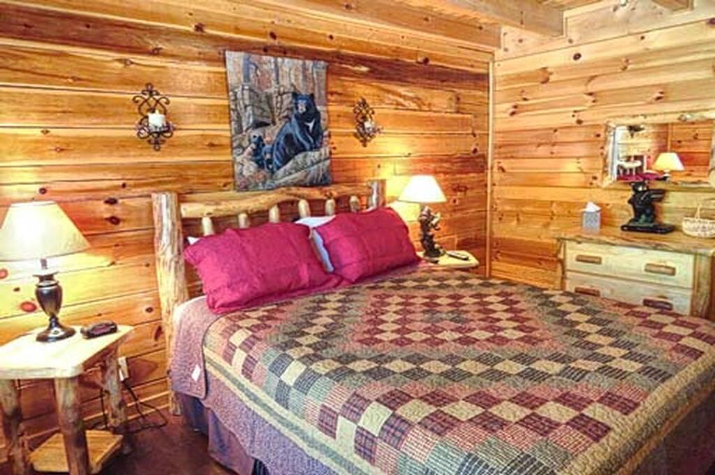 Queen Bedroom w/TV