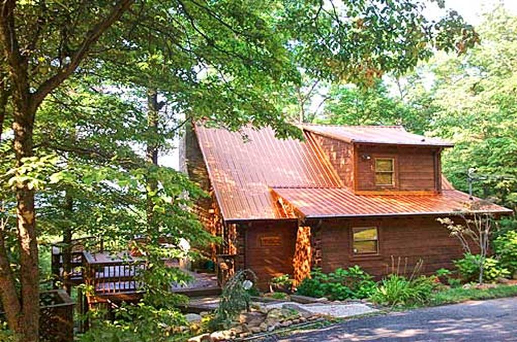 Smoky mountain visions 2 bedroom vacation cabin rental in for Large cabin rentals in tennessee