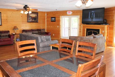 BIG BEAR LODGE  Cabin Rental