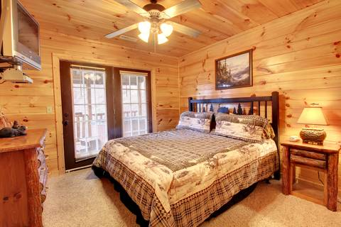 BEAR CRAZY 205 Cabin Rental