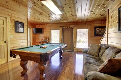 BEARS DEN LODGE Cabin Rental