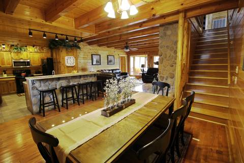 BEAR TRAIL LODGE Cabin Rental