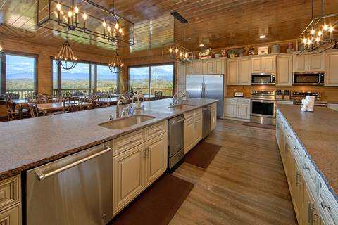 THE KING OF THE MOUNTAIN Cabin Rental