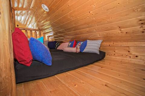 A PIECE OF HEAVEN Cabin Rental