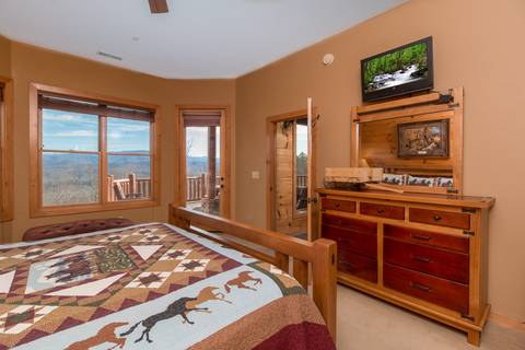 FIVE BEARS MOUNTAIN VIEW LODGE Cabin Rental