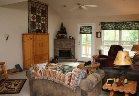 Dancing bears 2 bedroom cabin rental - The dancing chalet ...