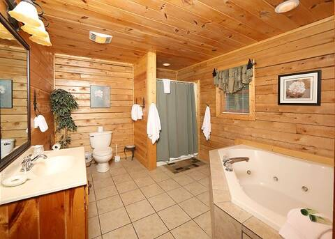 RUSTIC RETREAT LODGE Cabin Rental