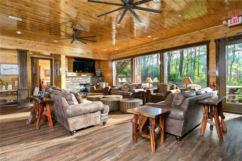Wildbriar Lodge Cabin Rental