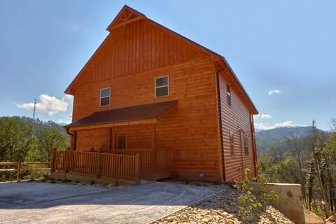 MOUNTAIN VIEW POOL LODGE Cabin Rental
