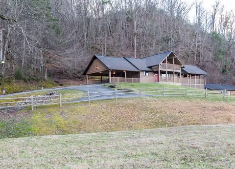 WALDENS CREEK LODGE Cabin Rental