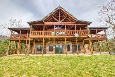 MOUNTAIN TOP MANSION 5 Bedroom Cabin Rental