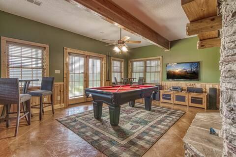 MOUNTAIN TOP MANSION Cabin Rental