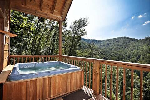 Abundant views 3 bedroom cabin rental for Large cabins to rent in gatlinburg tn