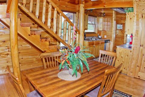 MOONLIGHT RIDGE Cabin Rental