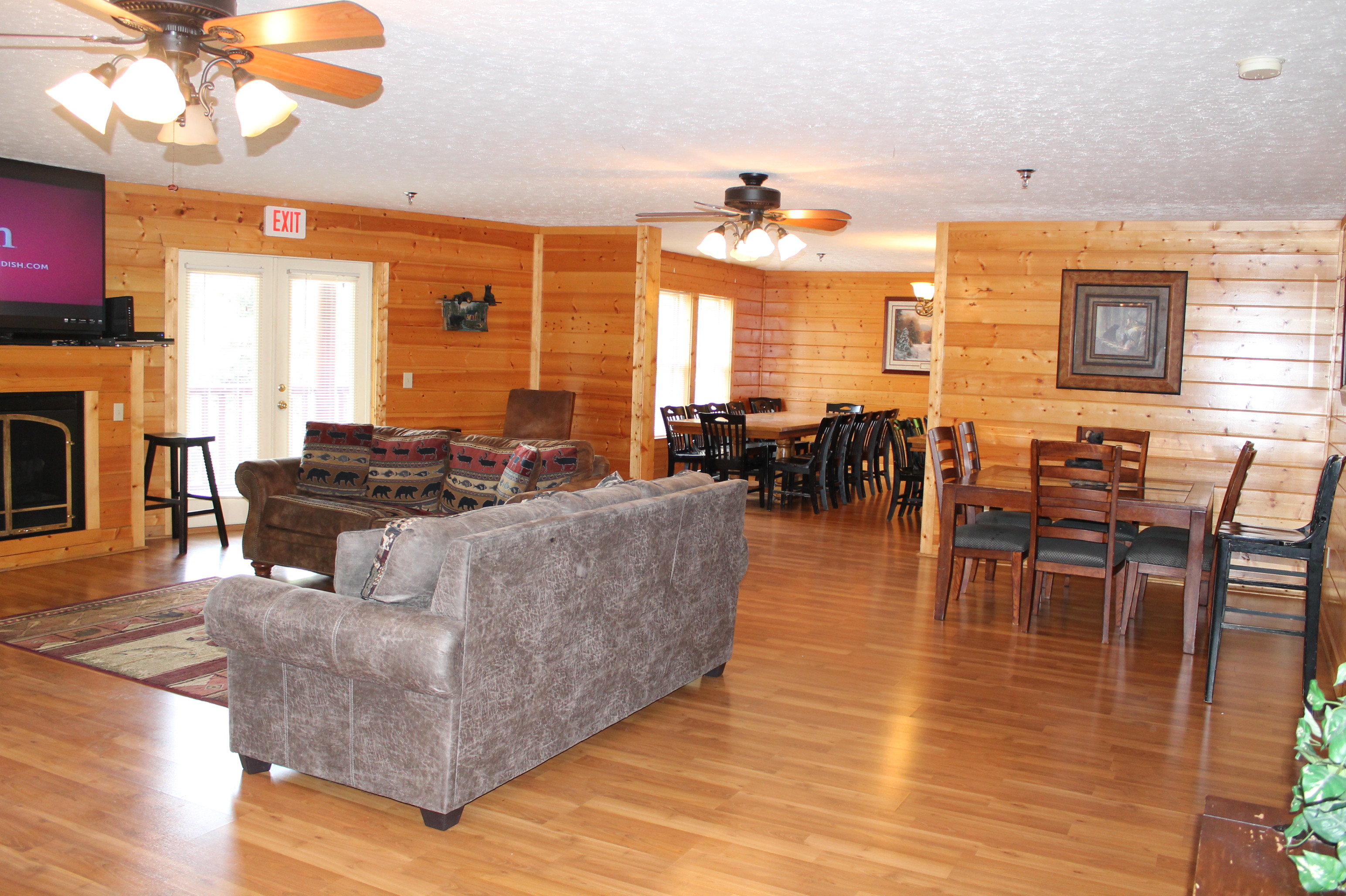 rental for mountain views chalets pigeon fivebedroom with cabins theater rentals bedroom fireside chalet four big gameroom forge dsc tennessee and room bear cheap rent cabin