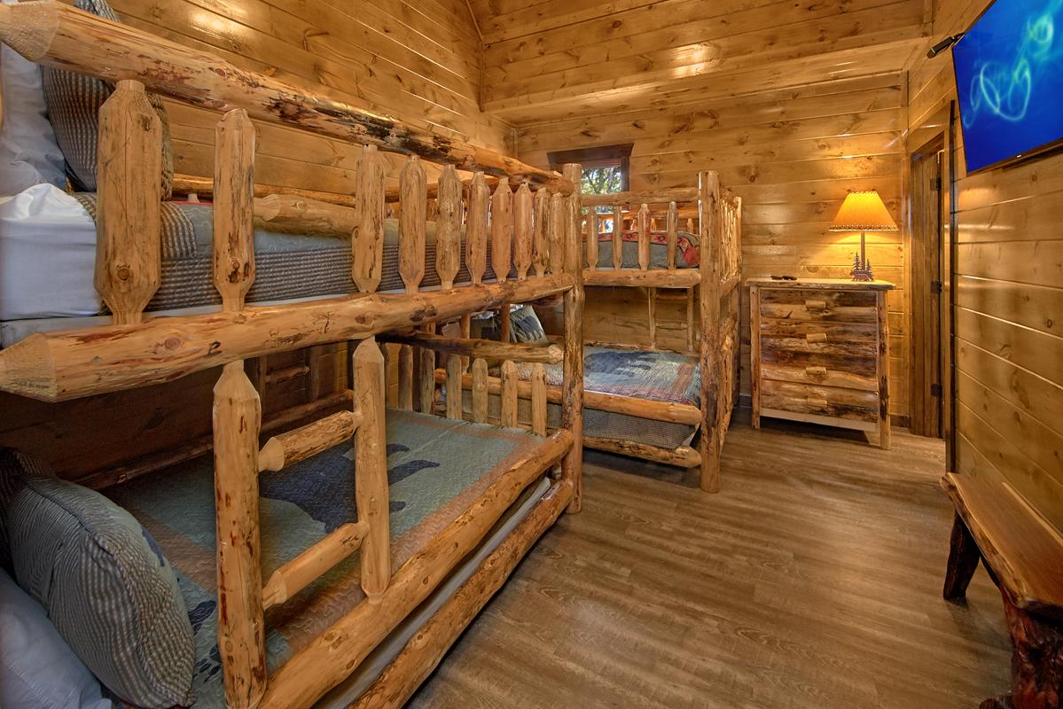 13 Bedroom Sleeps 60 Splash Mountain By Large Cabin Rentals