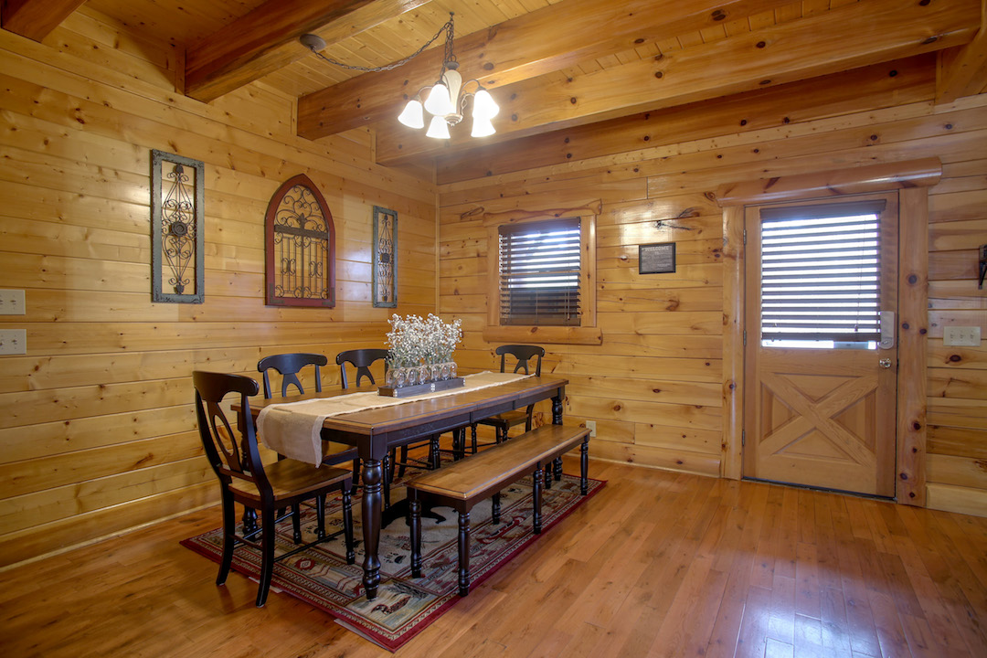 5 Bedroom Sleeps 16 Bear Trail Lodge By Large Cabin Rentals