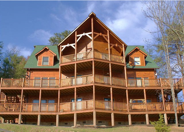 Wondrous Big Bear Lodge 12 Bedroom Cabin In Pigeon Forge Home Interior And Landscaping Pimpapssignezvosmurscom