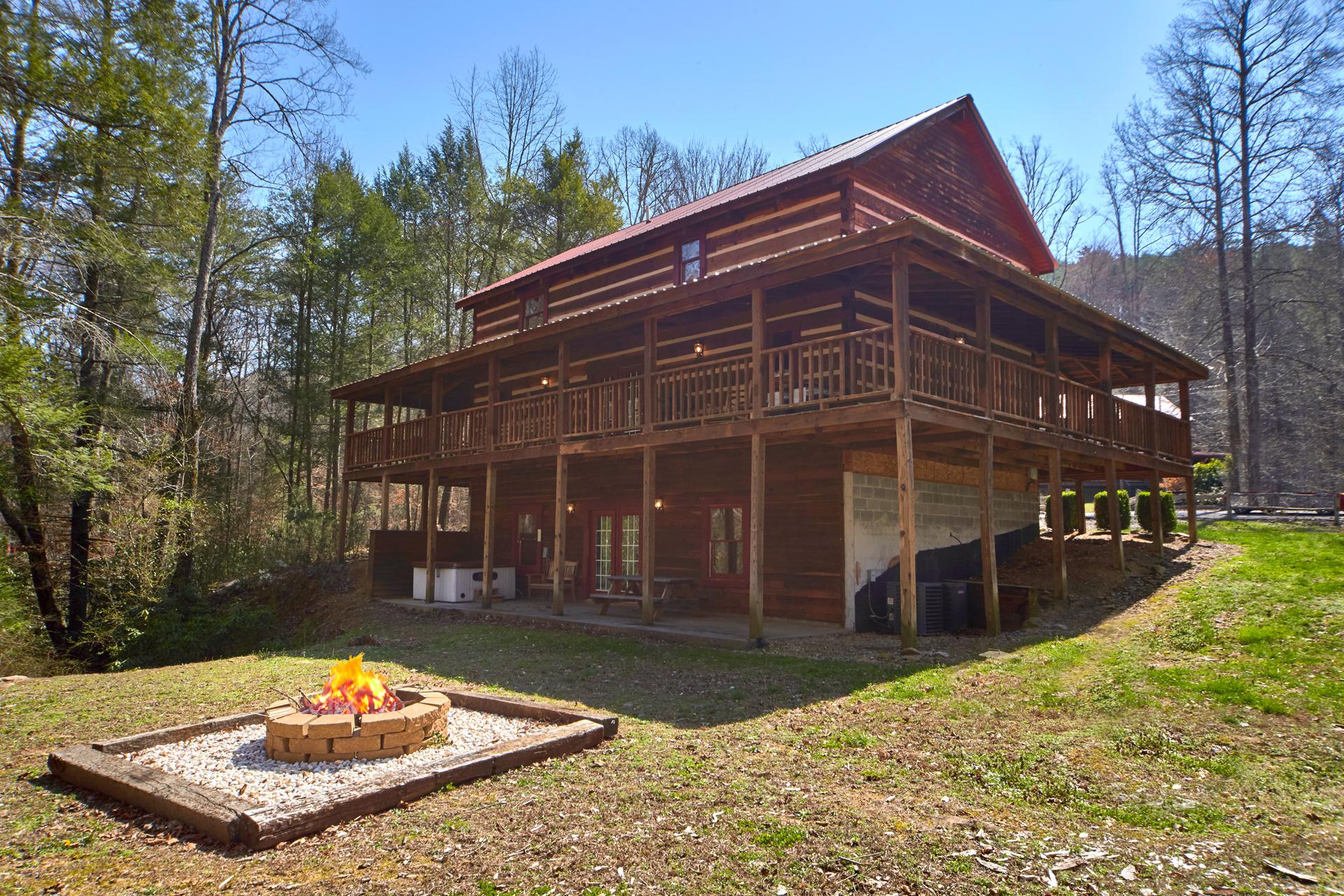 Cabin Fever 3 Bedroom Cabin Located In