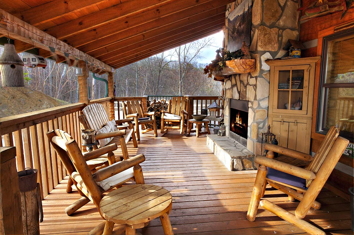 4 Bedroom, Sleeps 12, BULLWINKLE by Large Cabin Rentals