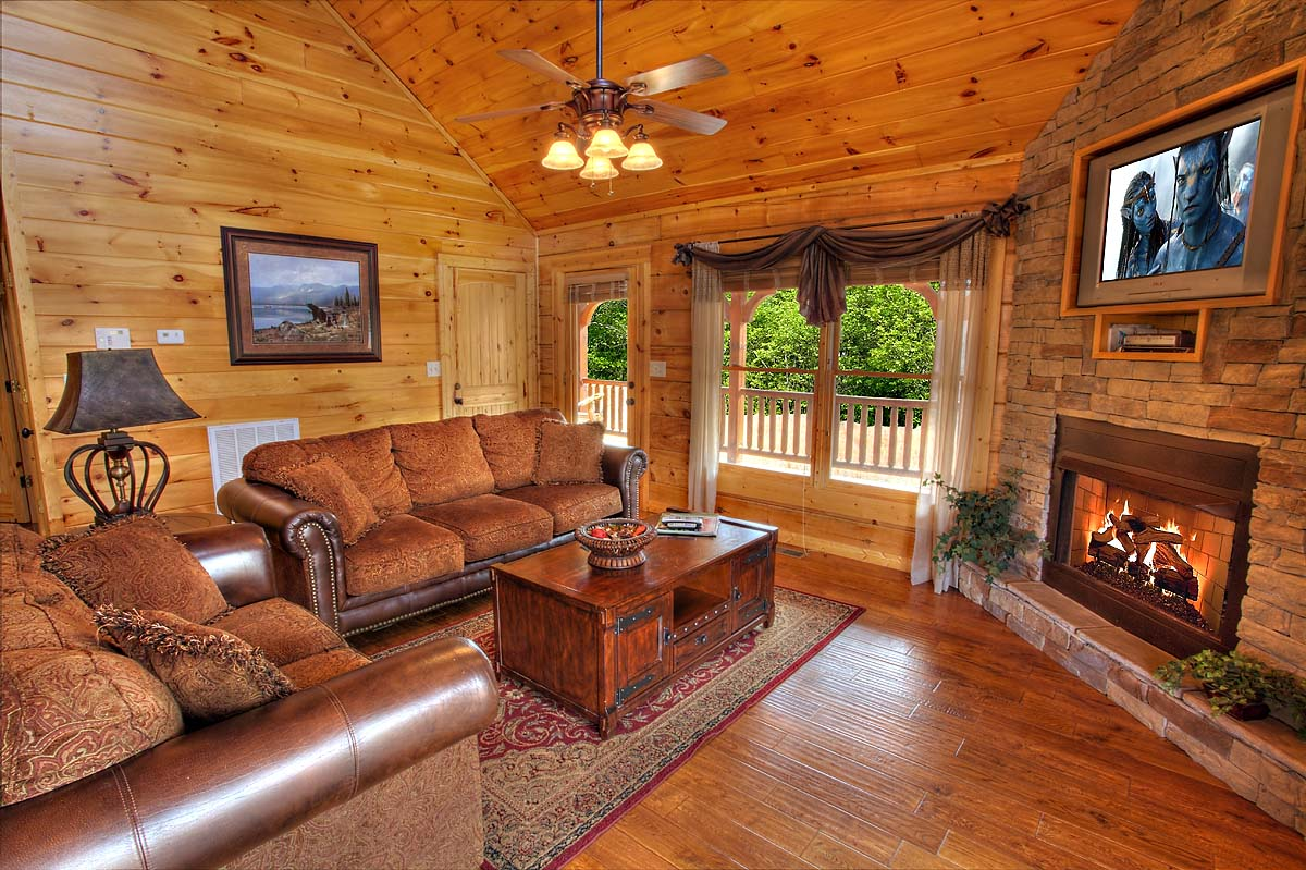 Bear Elegance 3 Bedroom Cabin Located In