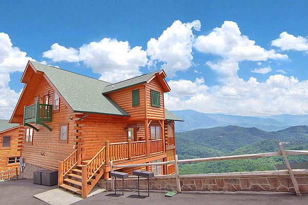 heavenly heights retreat 8 bedroom cabin located in ForHeavenly Cabin Rentals