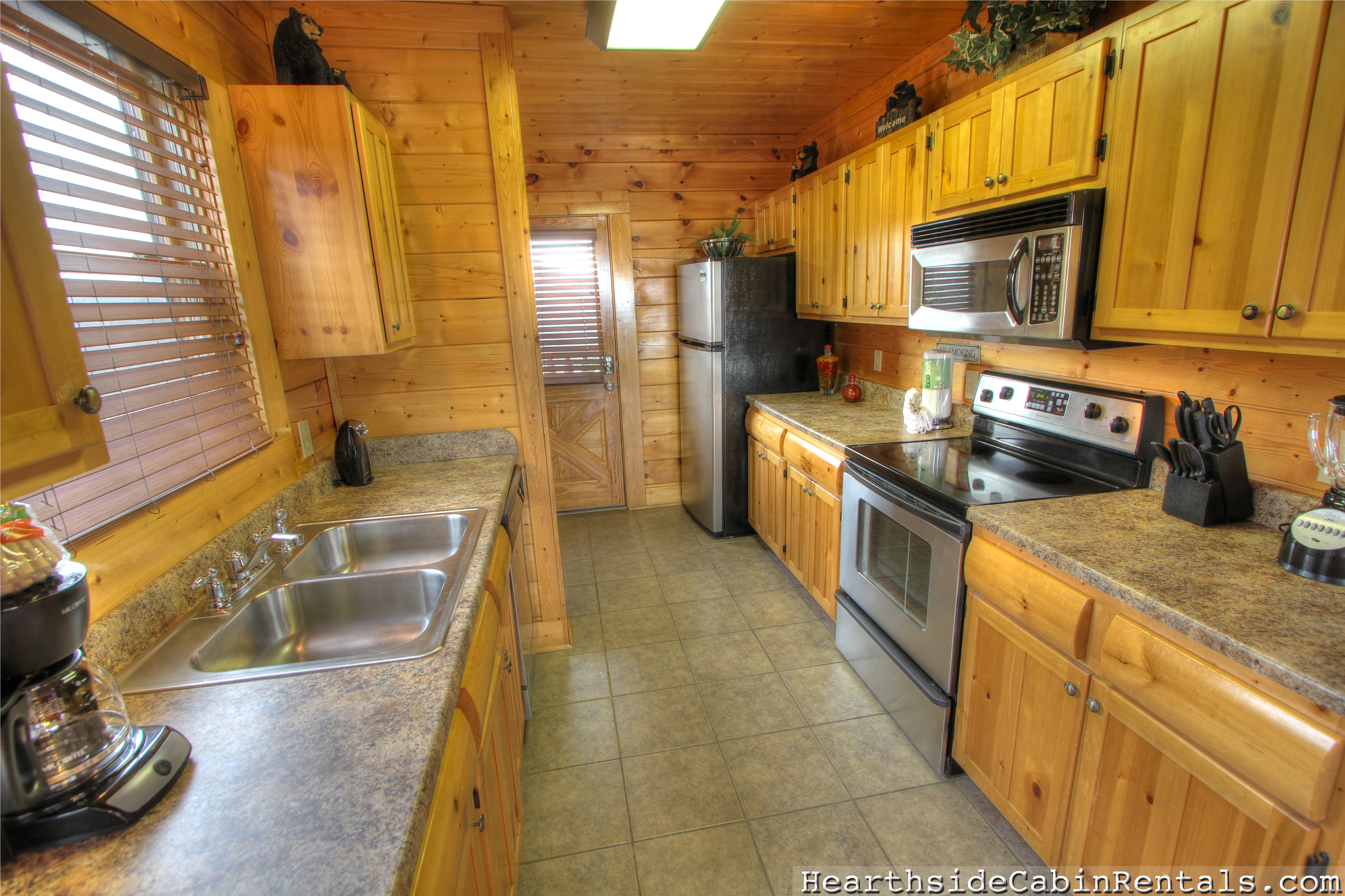 online views fivebedroom chalets rentals forge tennessee bedroom with fireside mountain room dsc four gatlinburg rental gameroom cabin cabins and pigeon theater chalet