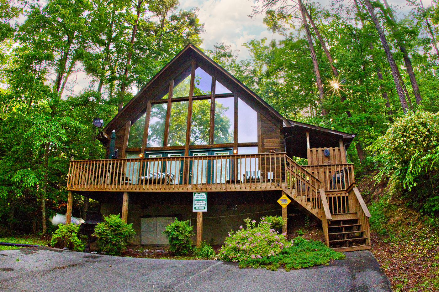 Hillside Hideaway 2 Bedroom Cabin Located In
