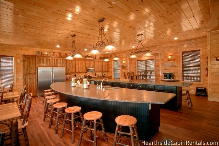 16 Bedroom Sleeps 74 The Big Elk Lodge By Large Cabin