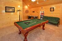 12 bedroom cabin in Pigeon Forge with pool table