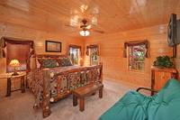 Large king suite in Dream View Manor cabin in Pigeon Forge